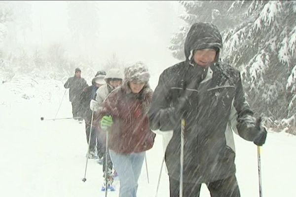 Le ski de fond, une autre manière de prendre un bon bol d'air en hiver. Image d'illustration.