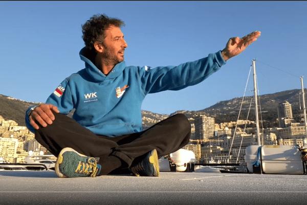 Pierre Frolla propose sur sa chaine Youtube des séances d'entraînement quotidiennes.