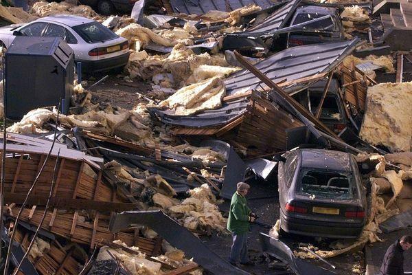 Saint Pierre sur Dives (Calvados) détruite à 80% après le passage de la tempête Lothar le 26/12/1999
