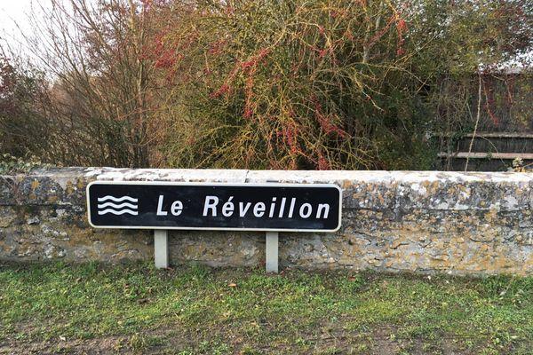 Il nous faudra franchir le réveillon en respectant la distance autorisée des 20km, pour ce mois de décembre 2020. Le Réveillon est un ruisseau français des départements de l'Oise et de l'Eure.