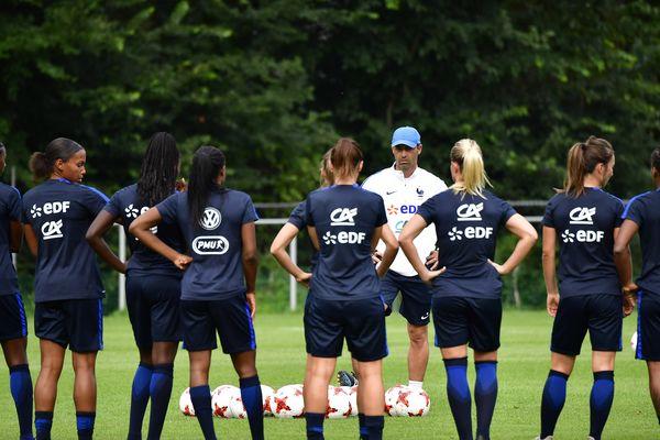 L'équipe de France avec son coach Olivier Echouafni lors d'une séance d'entraînement le 15 juillet dernier.