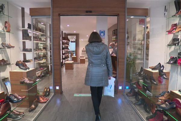 Dernière journée d'ouverture avant le reconfinement pour ce magasin de chaussures situé dans le centre-ville d'Amiens