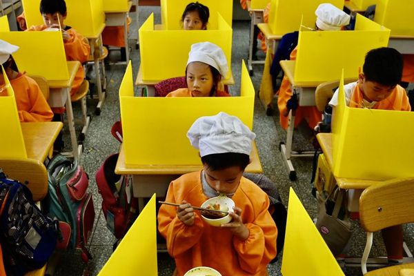 La cantine scolaire à Taipei, la capitale de Taïwan, à l'heure du Covid-19