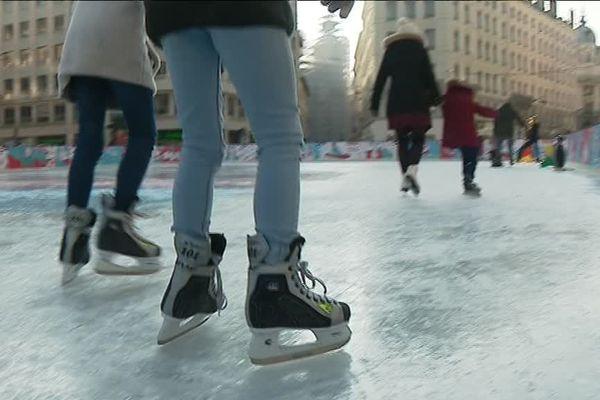 Une patinoire éphémère dans le 2e arrondissement de Lyon, place de la République.