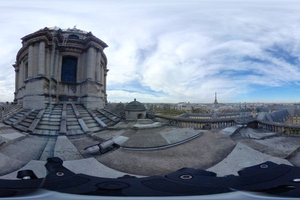Le ciel de Paris, vu du toit de la chapelle royale des Invalides.