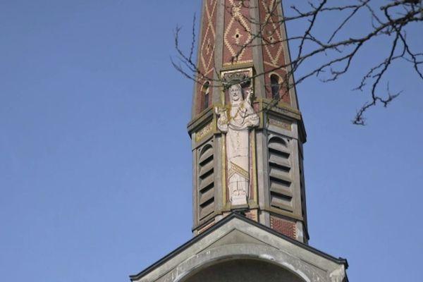 Statue du Christ-Roi sur la basilique des cheminots de Migennes