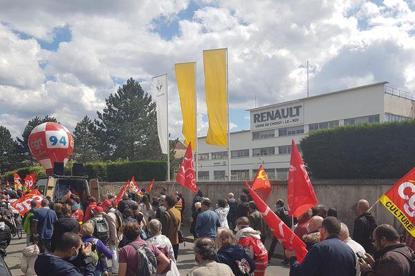 Elus, habitants et syndicats ont défilé pour soutenir les salariés de l'usine Renault de Choisy.