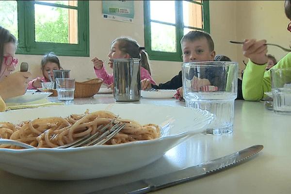 Repas à la cantine Bio de l'école de Villars