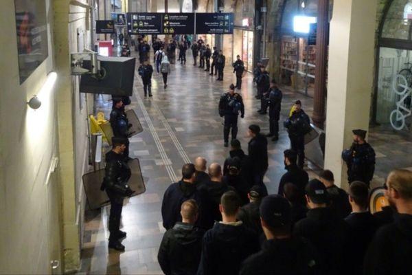 L'accueil des forces de l'ordre en gare de Nîmes