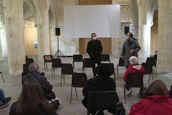 Un film de cinéma projeté dans une église à Caen, le 16 décembre 2020