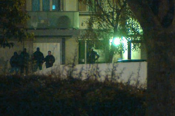 Les forces de l'ordre en intervention quartier Croix-Rouge à Reims, dans la nuit du 16 au 17 novembre