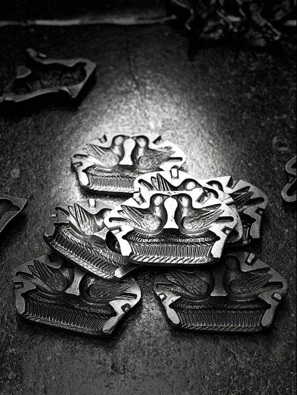 Moules en métal argenté en zamak, réalisés par son arrière-arrière-arrière grand-père maternel Ovide Hudreaux, en 1925