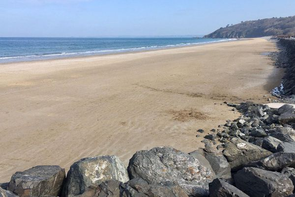 La plage des Rosaires (22) le point de départ à une magnifique randonnée sur le GR34
