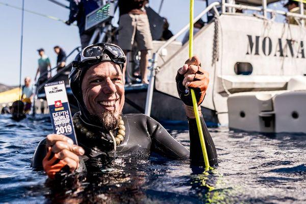 Loïc Vuillemin, après sa plongée réussi ce lundi en immersion libre.