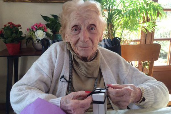 Née le 15 octobre 1906, Marthe vit à la Chapelle-Moulière.
