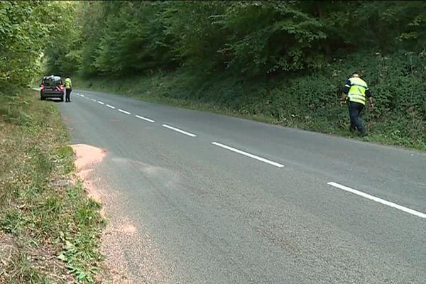 Les gendarmes étaient sur les lieux de l'accident au lendemain du drame à la recherche d'autres indices.
