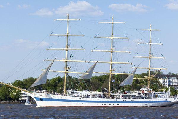 Le trois mâts russe Le Mir et ses 110 m de long