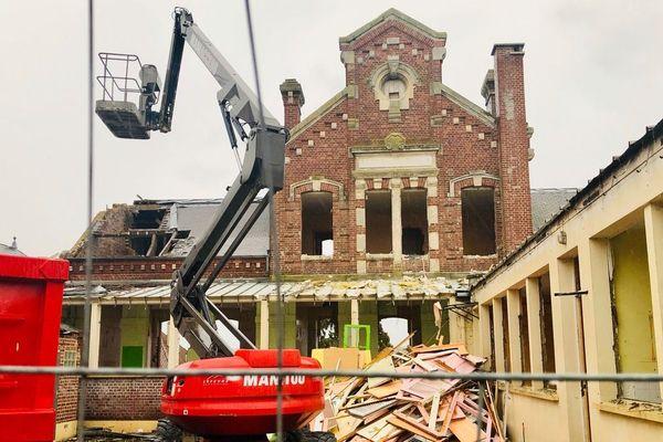Cette école du XIXe siècle va être entièrement rasée pour devenir un parking de 50 places.
