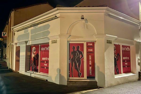 Une devanture de sex shop à Saint-Malô-du-Bois en Vendée, la dernière folie de Philippe Maidron