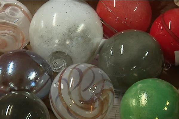 Les boules de Noël de la verrerie de La Rochère.