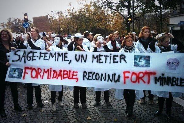 Les Sages-femmes, lors d'une marche à Paris en décembre 2013.