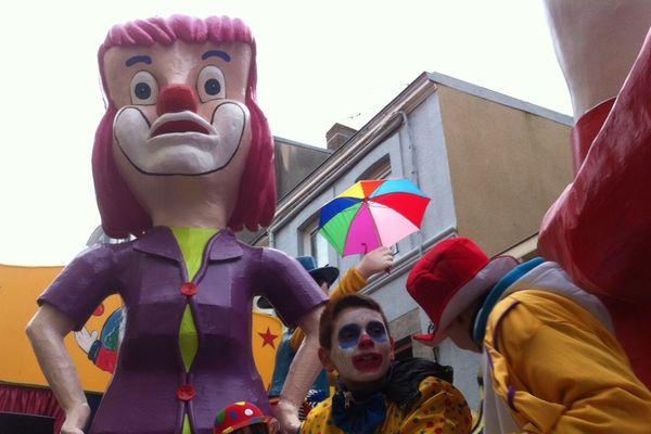 Un des 43 chars qui a défilé dimanche après-midi à la cavalcade du 140ème Carnaval de Granville.