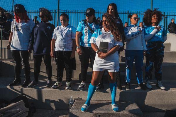 """De gauche à droite : Mely, LadyLand, Lil So, Saaphyra, Lena Morgane, Mina West, Tehila Ora et Veemie. Les 8 rappeuses disent vouloir """"reprendre le flambeau de Diam's"""" mais, cette fois, sous les couleurs de Marseille."""
