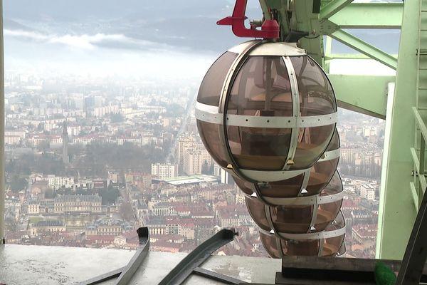 Les bulles du téléphérique de Grenoble.
