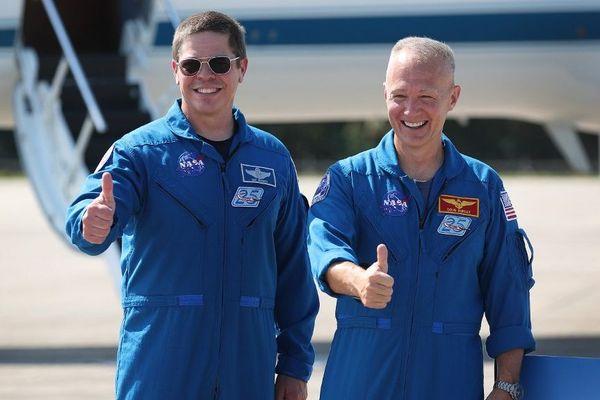 Les astronautes américains Robert («Bob») Behnken et Douglas («Doug») Hurley seront à bord de la capsule Crew Dragon pour le premier vol orbital habité entièrement américain en presque dix ans.