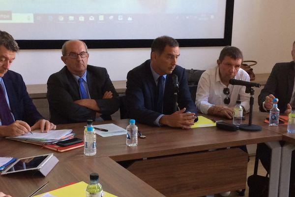Deux thématiques principales dirigent la réunion : trouver une solution à la prolifération des posidonies sur les plages du Cap Corse et réfléchir à des stratégies à long terme face à multiplication des tempêtes
