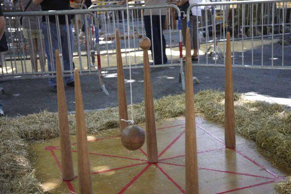 De nombreux jeux de quilles sont populaires dans les fêtes de village du Sud-Ouest