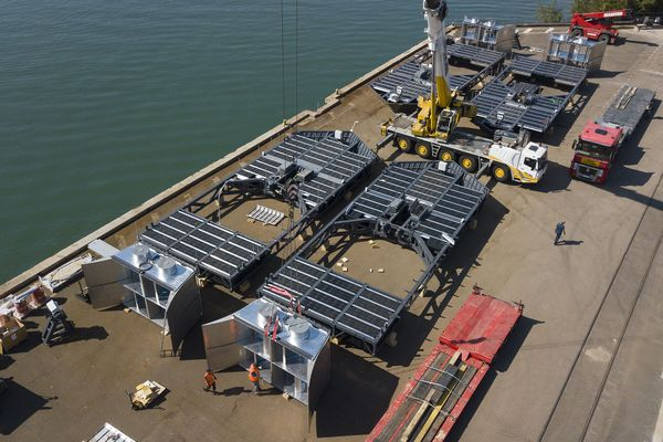 Ces installations ont été assemblées sur le Port Edouard Herriot de Lyon avant d'être mises à l'eau