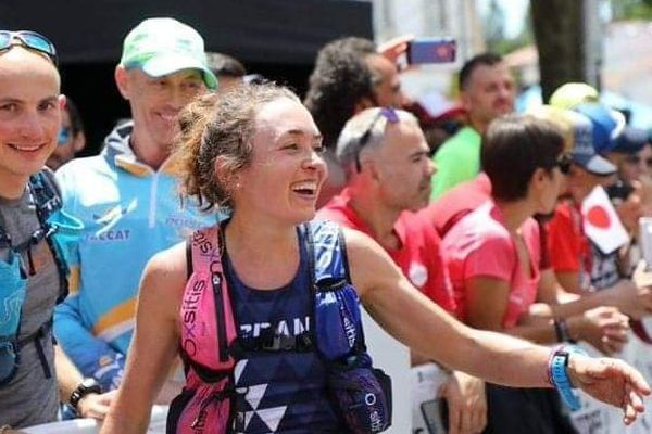 La joie de Sarah qui empoche le 8 juin 2019, l'or par équipe aux Mondiaux de trail au Portugal.