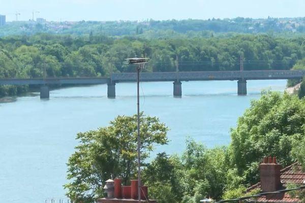 L'un des deux ponts du secteur d'Athis-Mons, dans le nord de l'Essonne.