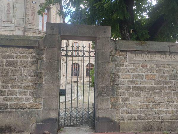 C'est par cette porte que les élèves, dont Marcel Mangel, effectuaient leur entrée à l'école.