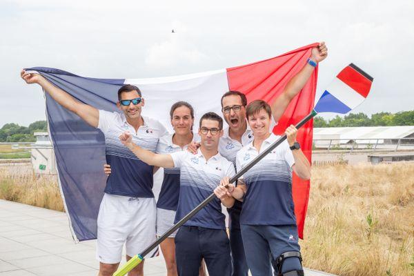 De gauche à droite : Rémy Taranto, Margot Boulet, Robin Le Barreau (barreur), Antoine Jesel et Érika Sauzeau forment l'équipe para aviron sélectionnée au Jeux Paralympiques.