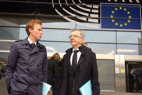 Les membres du Conseil Régional du Centre-Val de Loire devant le Parlement Européen