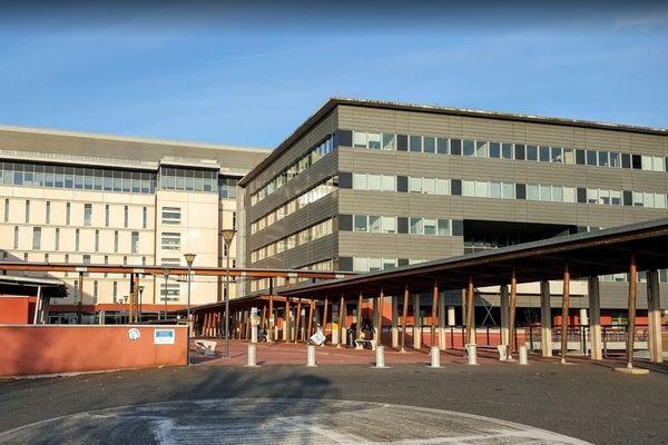 """L'Hôpital de Rodez est le premier centre hospitalier d'Occitanie à avoir activé le """"plan blanc"""" face à l'afflux de patients atteints du Coronavirus."""