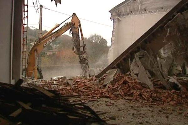 Saint-Etienne : démolition de l'église du quartier Bel-Air - nov.2012