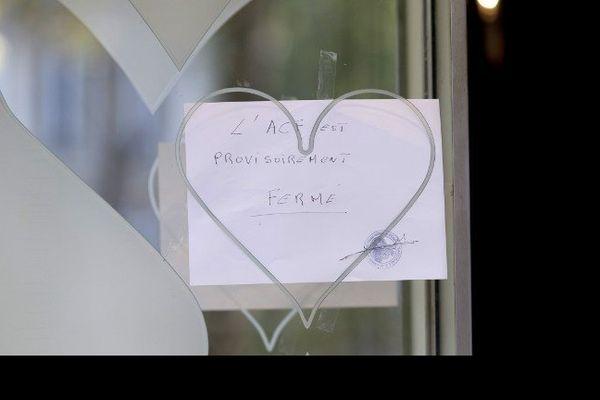16/09/14 - Un mot sur la porte d'entrée de de l'Aviation club de France (ACF), signale sa fermeture provisoire
