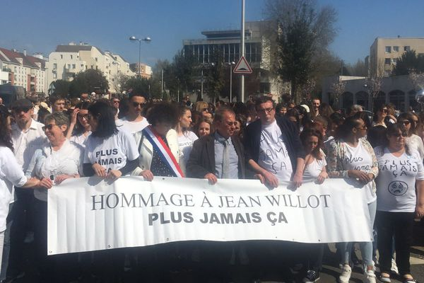 Une marche blanche a rassemblé environ 2.000 personnes en hommage à Jean Willot.