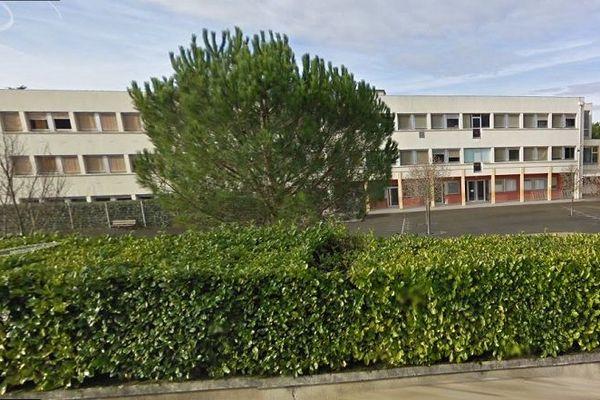Au total une vingtaine d'élèves du collège Carnot ont dénoncé les agissements de leur professeur.