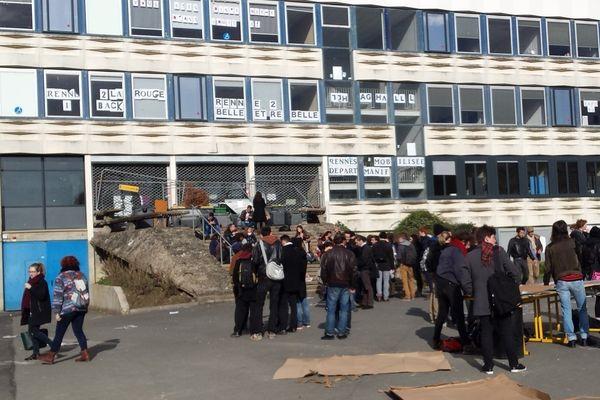 Les entrées de l'université Rennes 2 bloquées