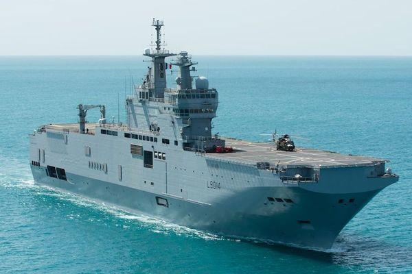 Le Tonnerre, porte-hélicoptère amphibie de la marine nationale.