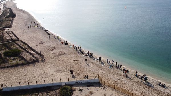 Ils étaient plus de 75 à braver le confinement pour demander l'accès à la mer.