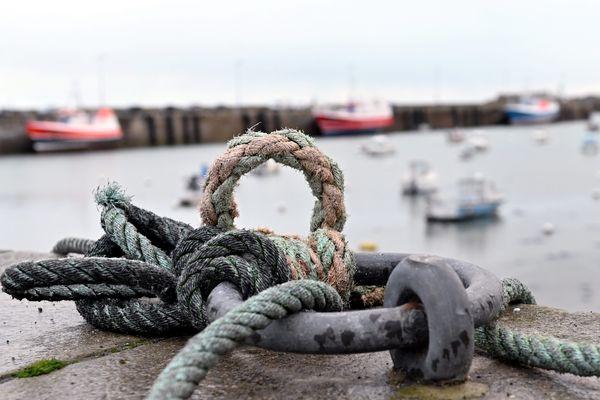 """Où pêcher en période de confinement ? """"Le rayon de 10 km ne s'applique pas en mer, mais entre votre domicile et votre bateau"""" répond le Ministère de la Mer."""