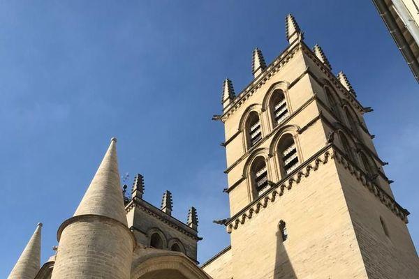 Jeudi à 15, comme toutes les autres églises de France, la cathédrale de Montpellier a sonné le glas en hommage aux trois victimes de l'attentat terroriste de Nice.
