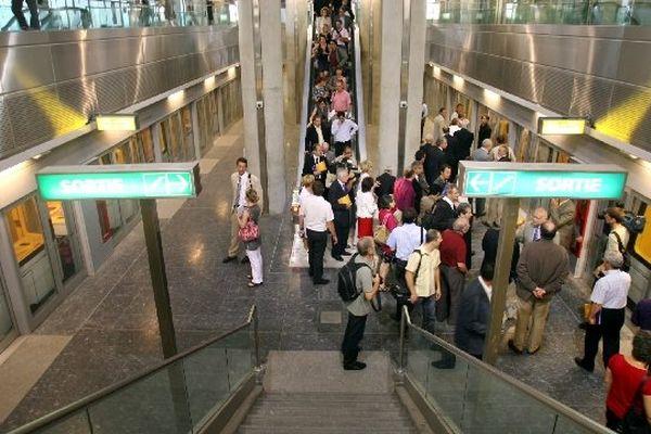 Le chantier est confiné. Il est situé hors de la visibilité des usagers du métro, dans un espace peu fréquenté.