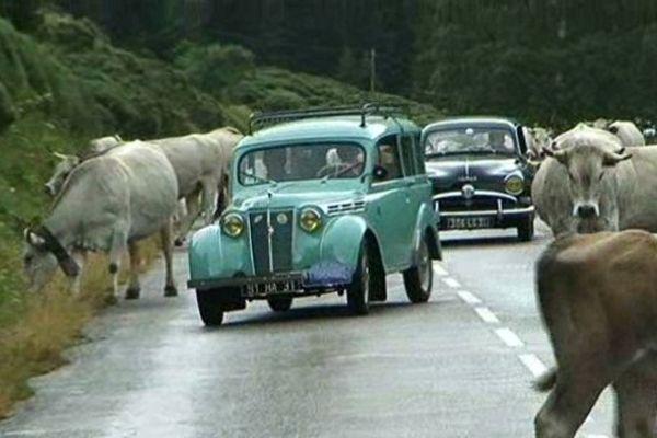 Cinq étapes sur la route des cols des Pyrénées en voiture des années 50