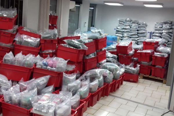 Aude : 2 tonnes de cannabis découvertes dans les caisses d'un camion frigorifique sur l'A9 à Vinassan - juillet 2018.